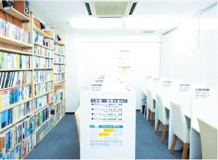 集中できる自習室と充実の参考書、赤本